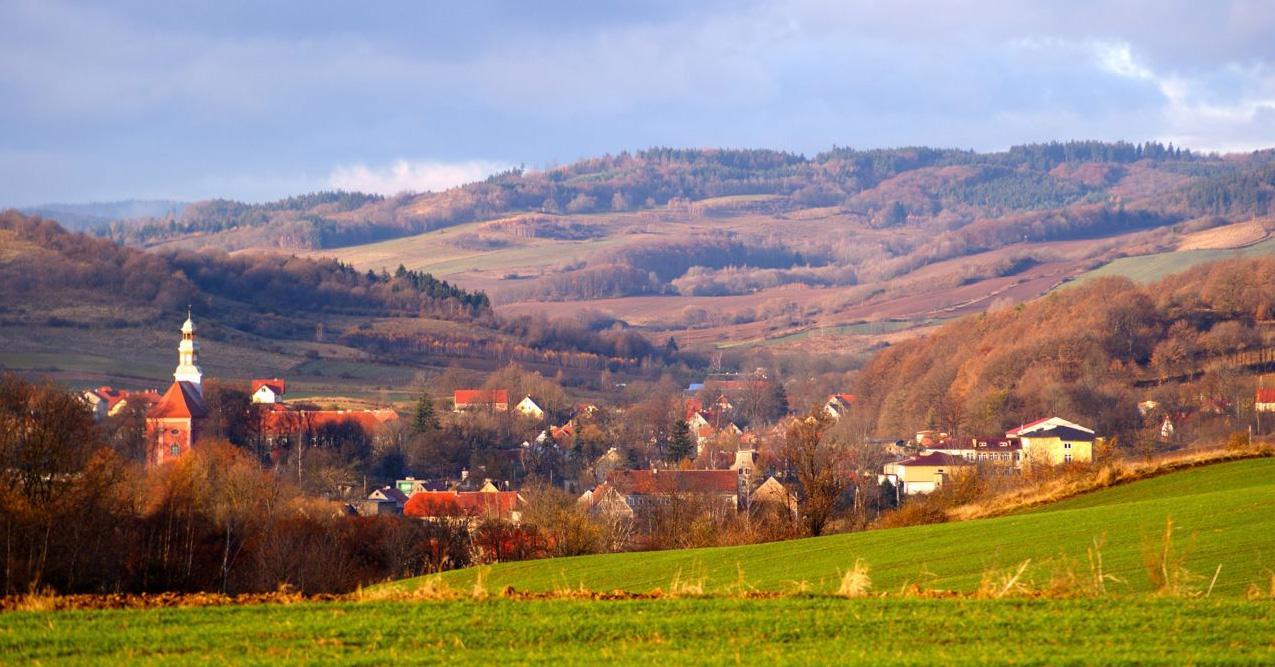 tło panorama gminy stare bogaczowice